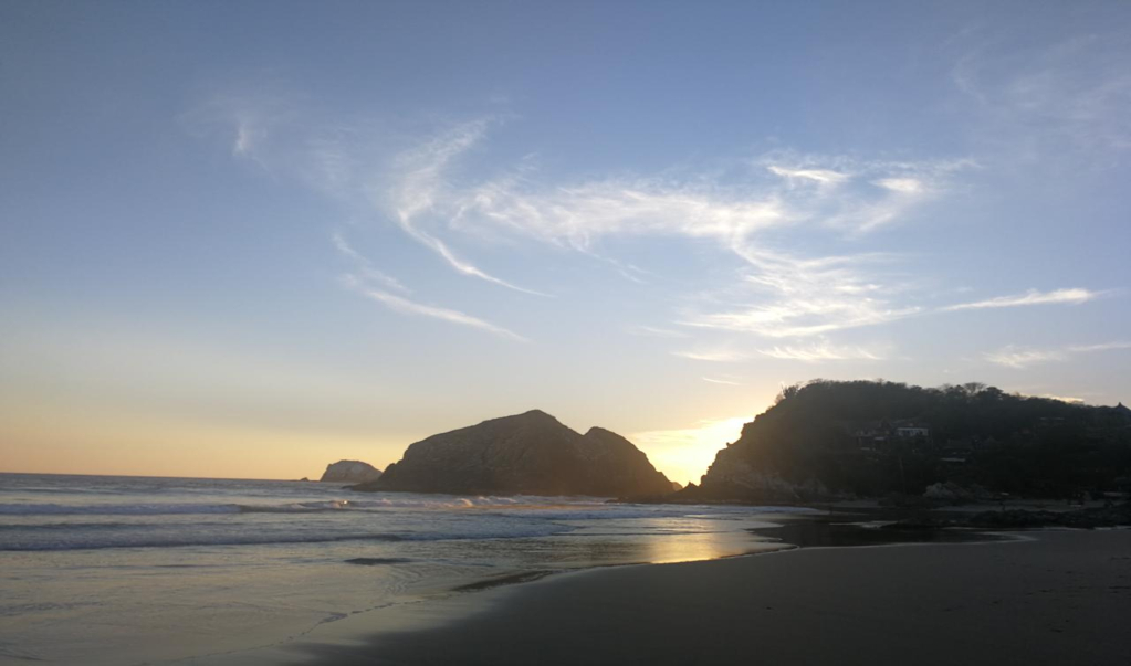 Zipolite, la única playa nudista de México, cierra ante la pandemia