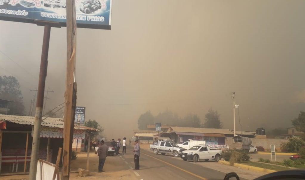 Ayutla Mixe se enfrenta a un incendio forestal sin agua potable; hay un herido
