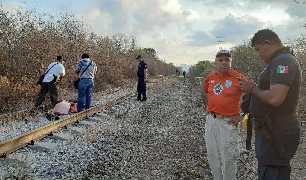 """Muere migrante hondureño tras ser arrollado por """"La Bestia"""" en el Istmo"""