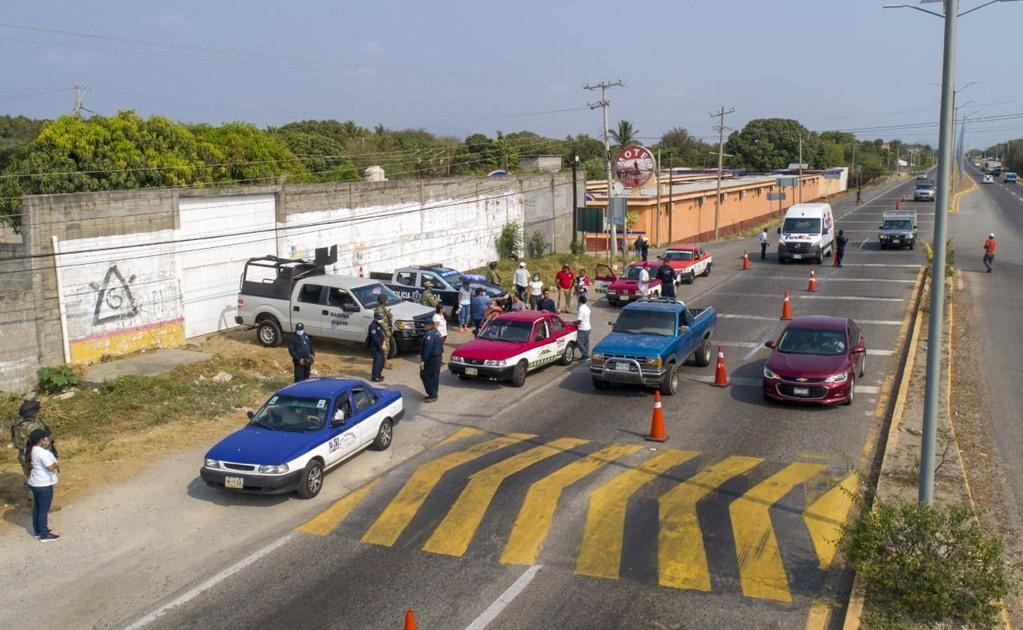 Instalan cercos sanitarios en dos accesos a Salina Cruz para prevenir casos por Covid-19
