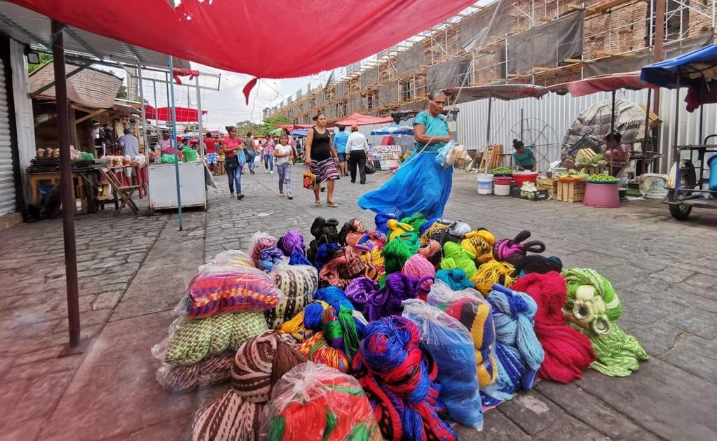 Necesidad obliga a salir a mujeres zapotecas de Juchitán en plena fase 3 de la pandemia