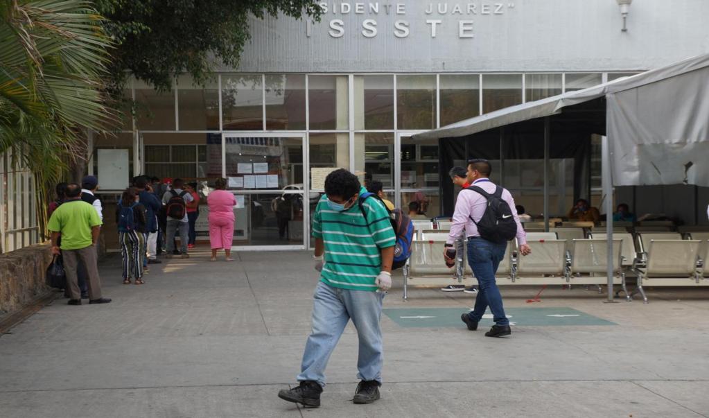 Donaciones de equipo de seguridad para personal médico se guarda para fase crítica de la pandemia: ISSSTE