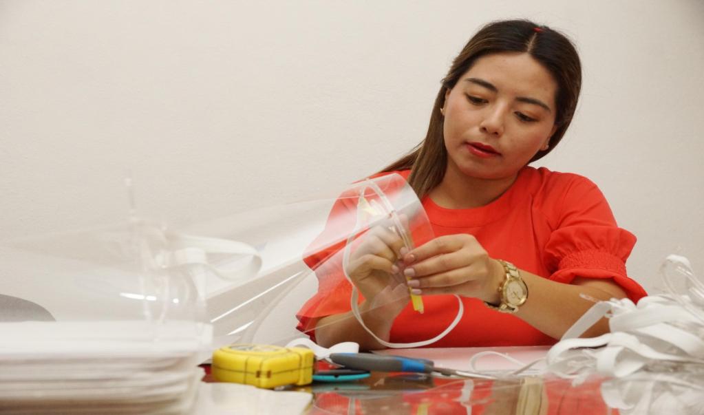 'Makers' oaxaqueños unen a familias y empresarios locales para crear caretas contra Covid-19