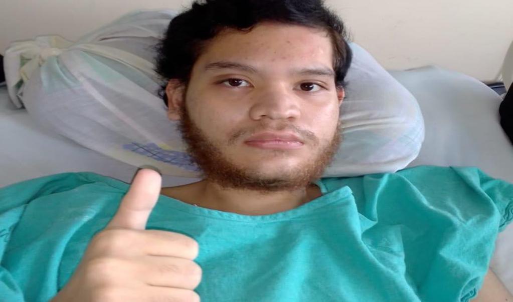 Reconectarán intestino a Pedro, becario federal accidentado en Tuxtepec; es la sexta cirugía