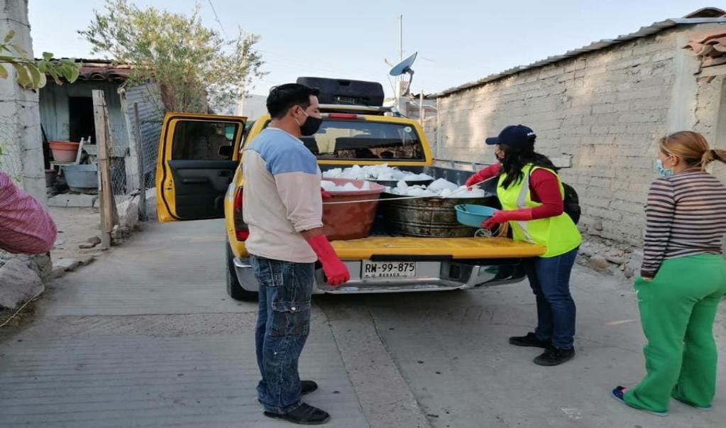 Mitla regala pescado comprado en Salina Cruz a pobladores ante pandemia por coronavirus