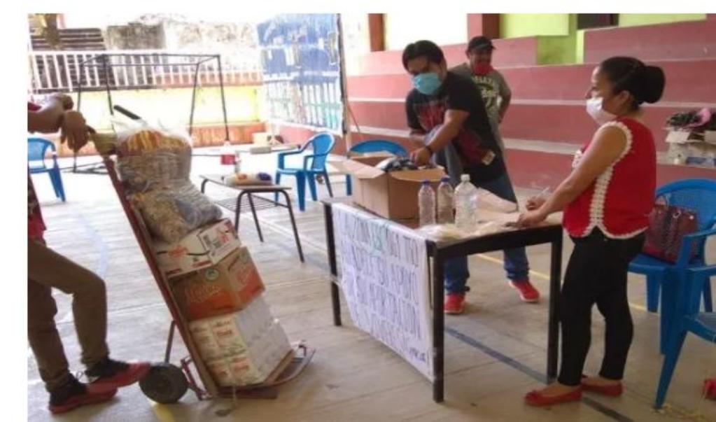 Por pandemia, maestros entregan víveres para comunidades vulnerables de la Cañada