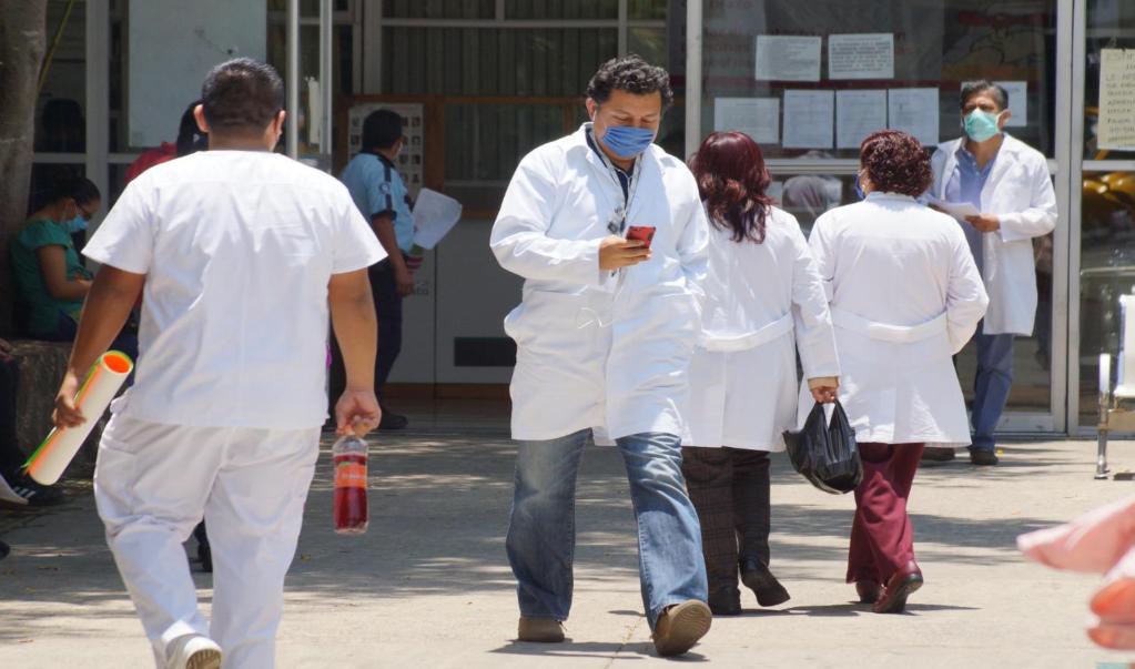 Personal del ISSSTE que atendió a paciente con Covid-19 sin protección da negativo a prueba