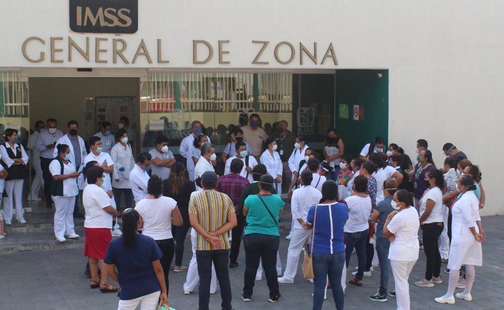 Protesta personal del IMSS en Salina Cruz; acusan falta de condiciones para atender Covid-19