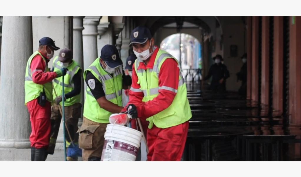 Refuerzan labores de sanitización en espacios públicos ante aumento de casos de Covid-19