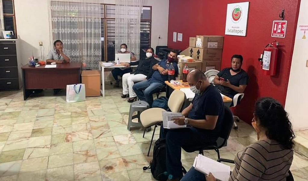 Damnificados del 7-S en Ixtaltepec denuncian a empresa que dejó inconclusas obras de vivienda