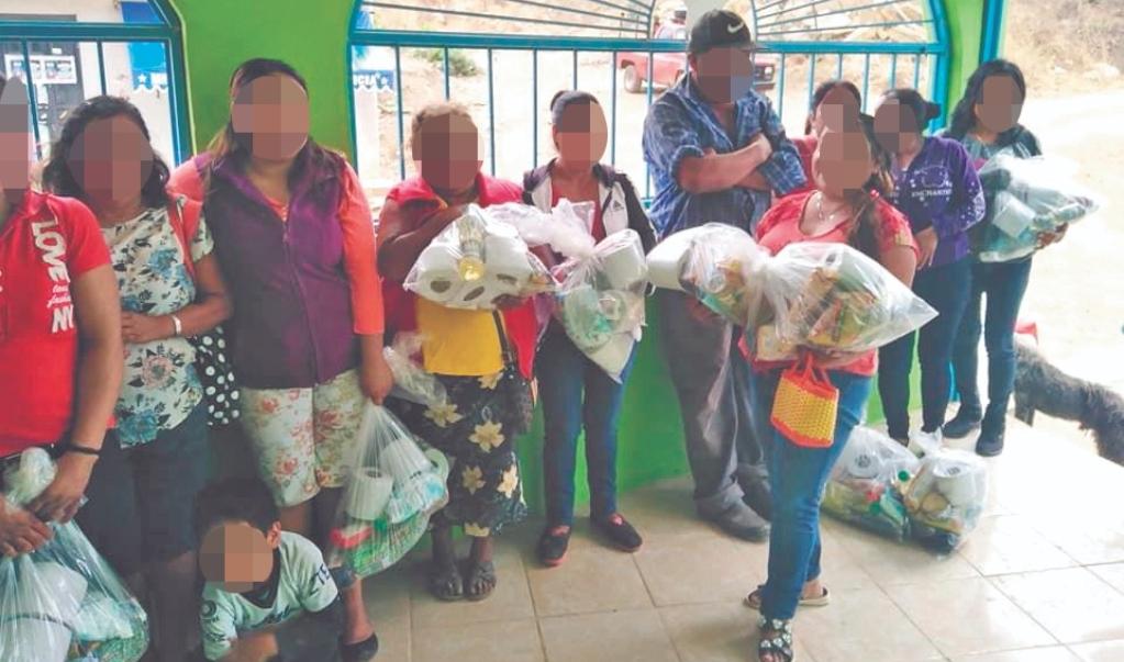 Desde España y EU, tres jóvenes reúnen despensas para combatir pandemia del hambre en Oaxaca