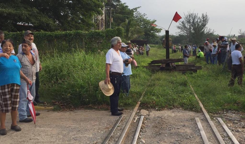 Transístmico amenaza hasta panteón; nadie está dispuesto a desalojo, dicen habitantes