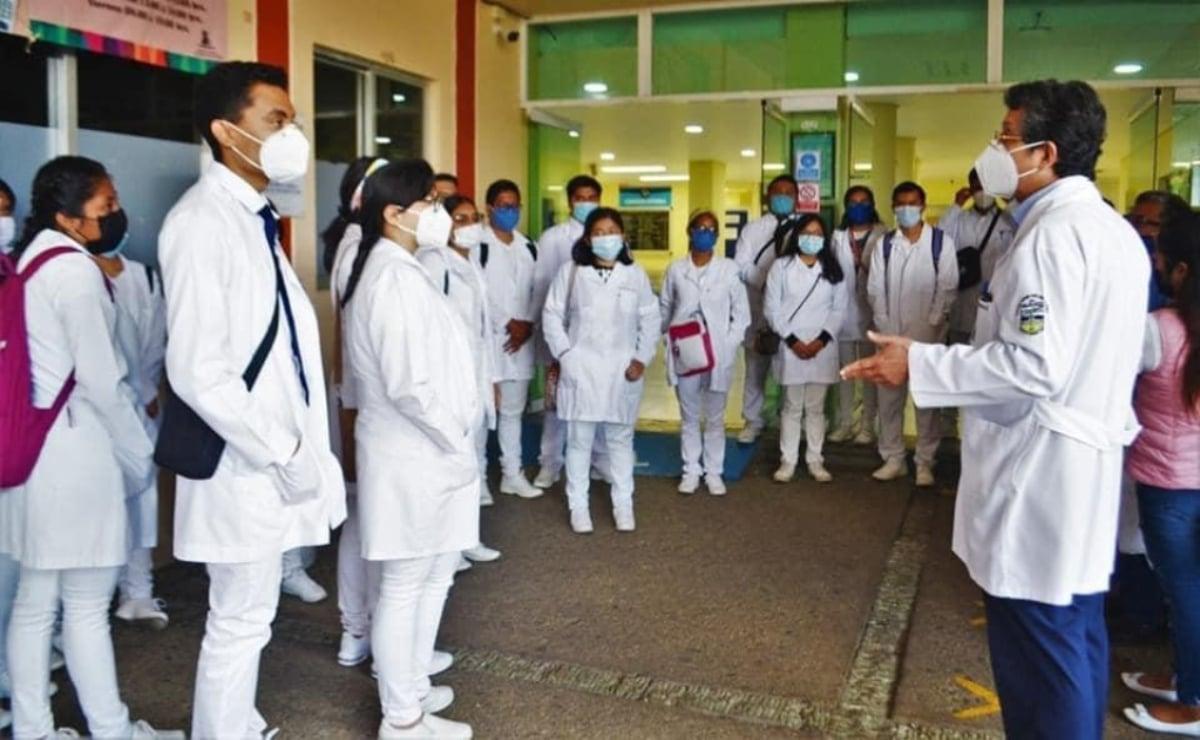 Estudiantes de Medicina acusan que les condicionan servicio social a no embarazarse ni pedir ninguna incapacidad