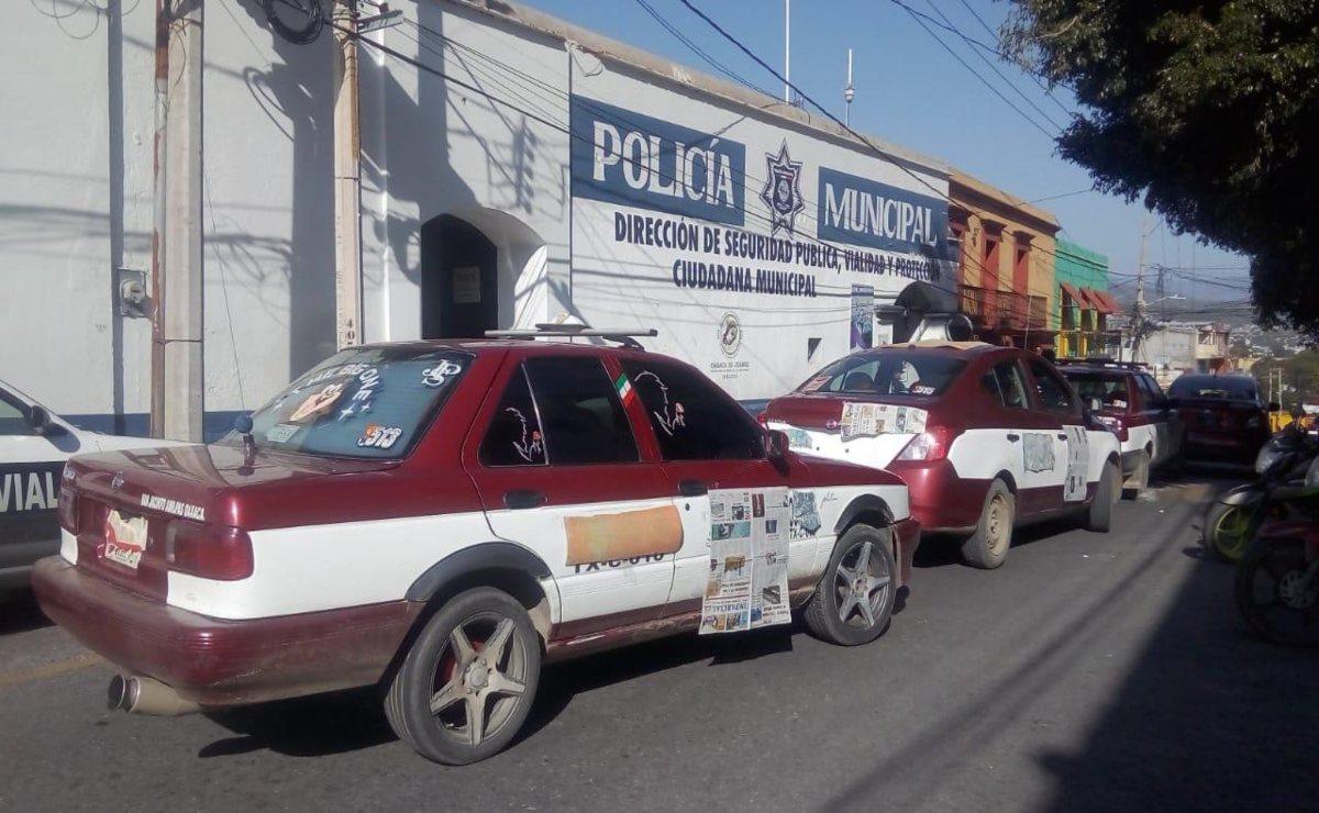 Protestan transportistas contra policías municipales; realizan bloqueo en la capital