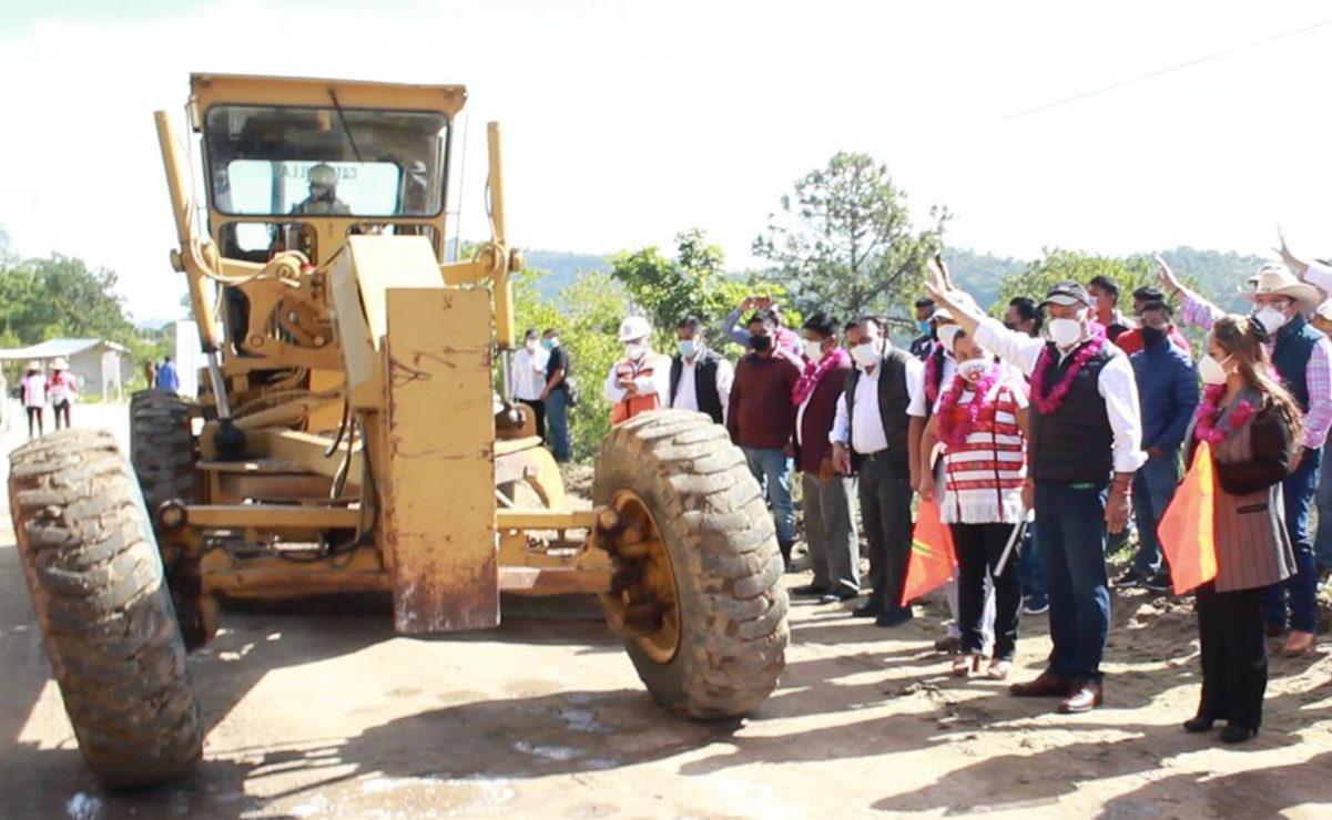 Arrancan obras carreteras en la Mixteca por 70 mdp; son parte de la reactivación económica