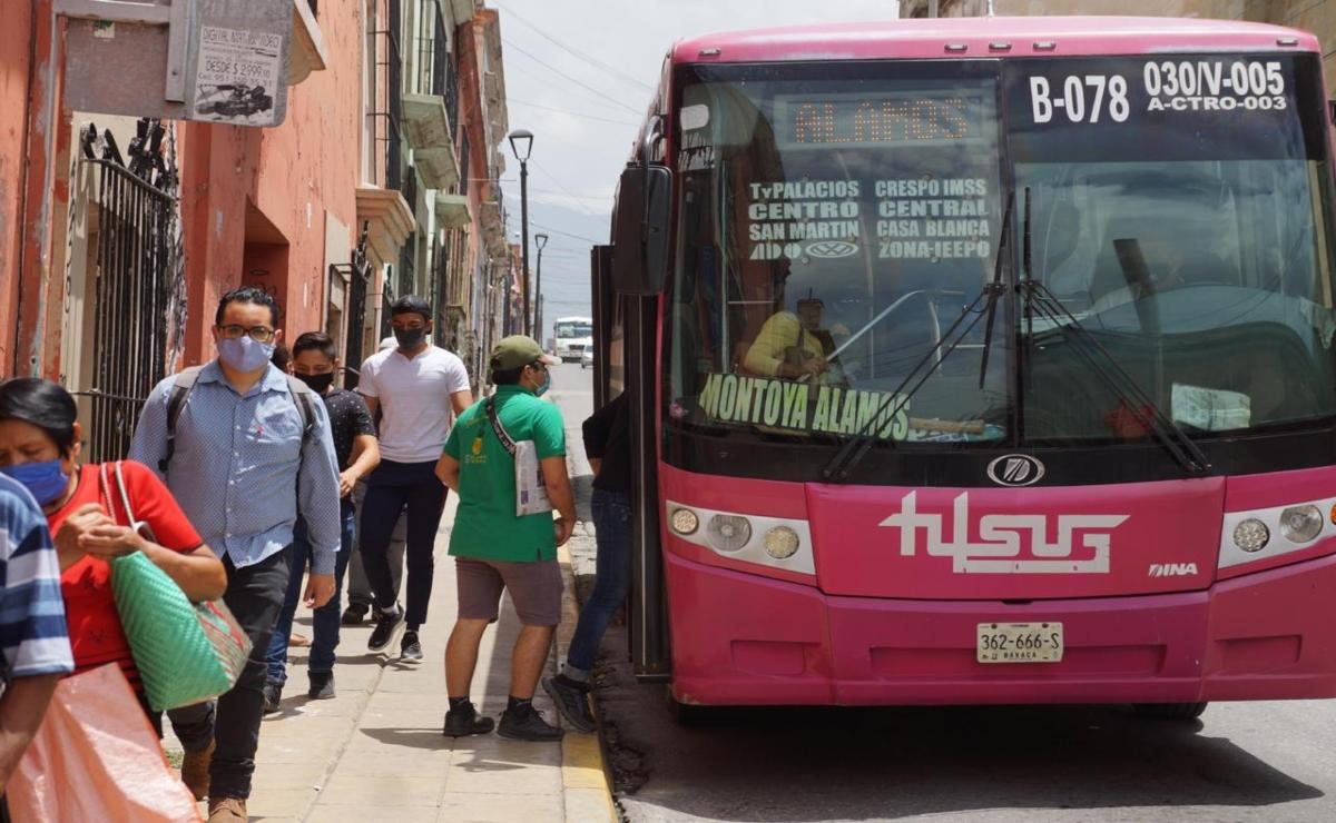 Imposible mantener sana distancia en transporte público de Oaxaca y otras 15 entidades