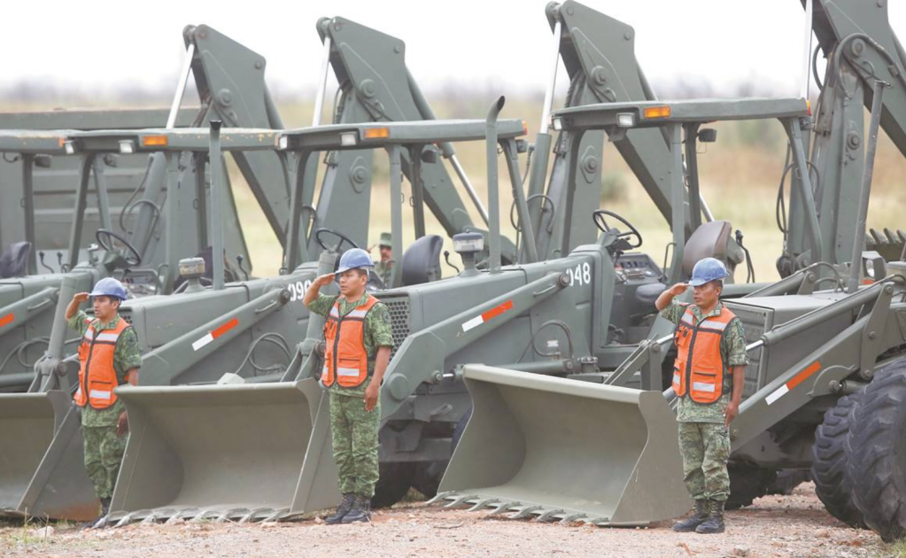 AMLO da 13 tareas civiles a militares