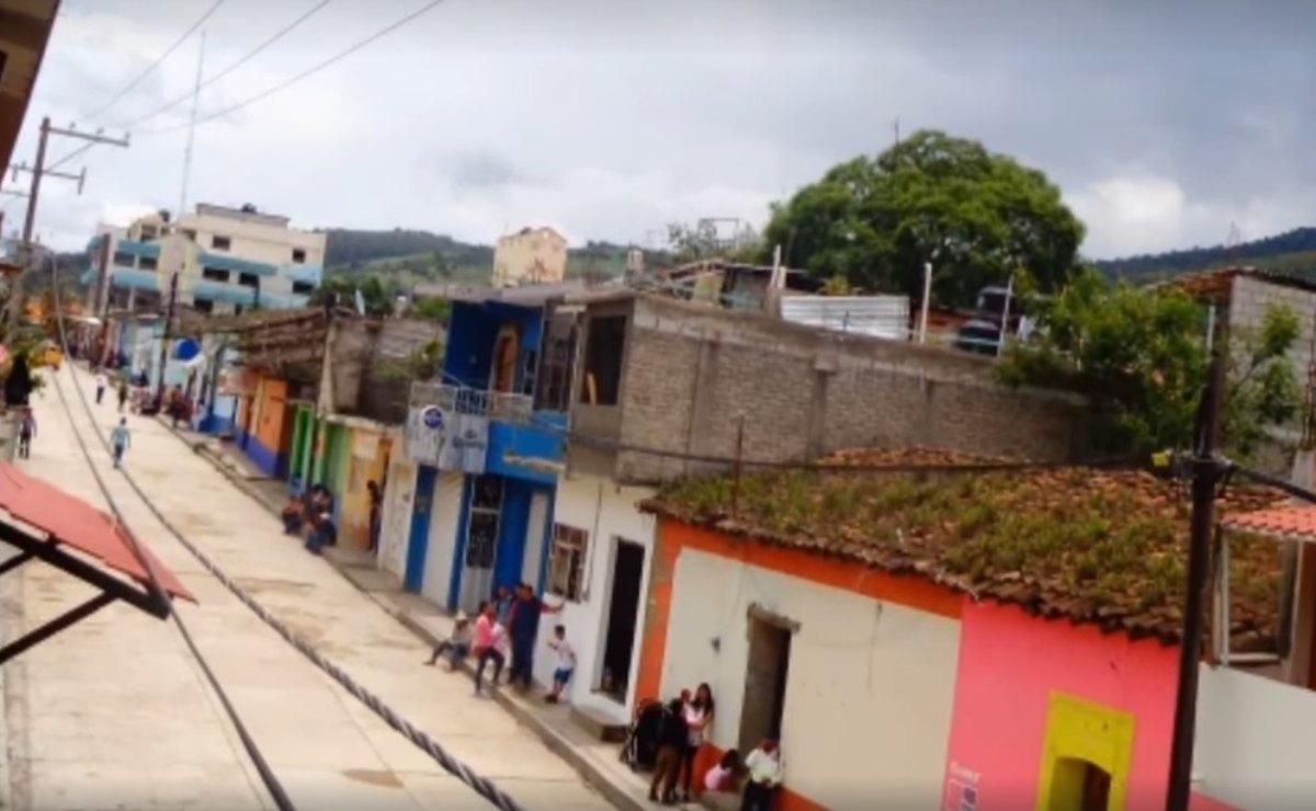 Conflicto en Juxtlahuaca mantiene a 12 personas retenidas; hieren a otras cuatro