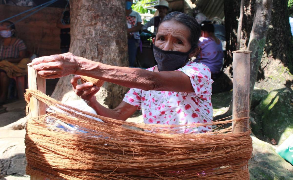 Capacitan a 145 artesanas de San Juan Colorado para vender sus textiles a todo el mundo