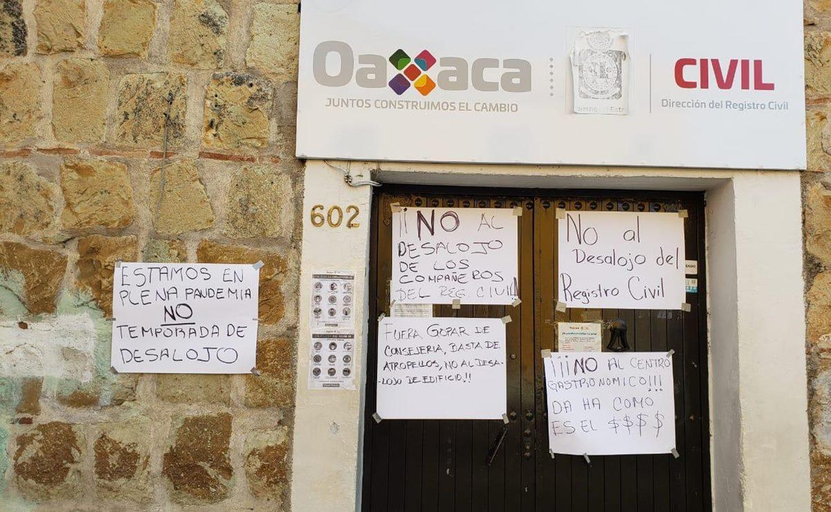 Protestan empleados del Registro Civil contra cierre de oficina en el Centro Histórico
