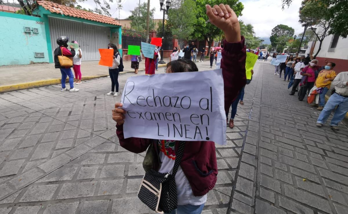 Marchan normalistas para exigir examen presencial de nuevo ingreso; piden equidad ante Covid-19