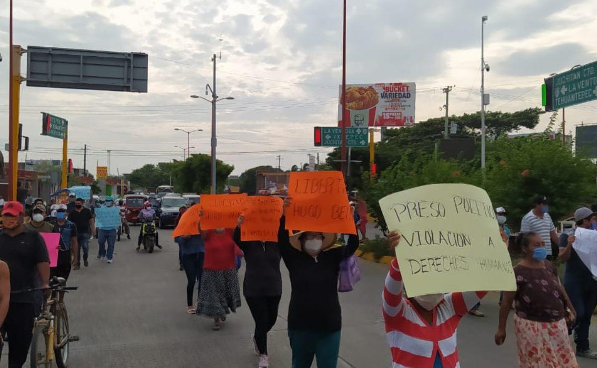Sindicato Libertad exige con marcha y bloqueos en Juchitán, liberación de su líder Hugo Bello