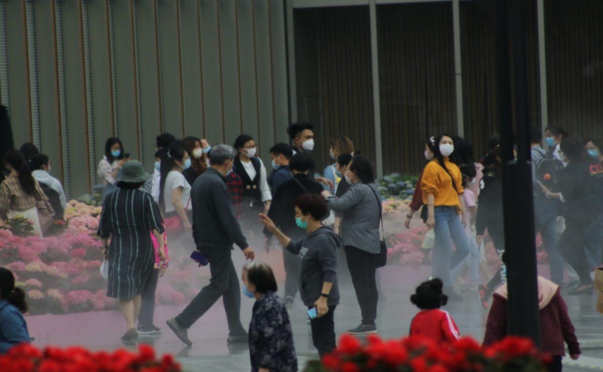 """Diseñador oaxaqueño resiste crisis y pandemia en China; """"en México no tomaron en serio al virus"""", dice"""