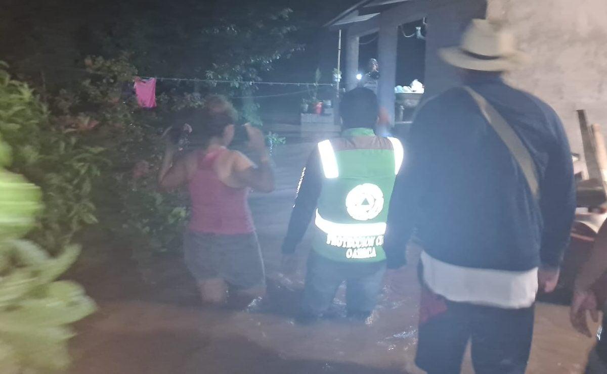 Desalojan a 120 familias por desborde de río Cazadero en Santo Domingo Ingenio