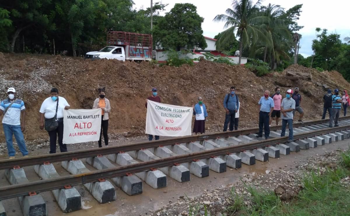 Protestan pueblos indígenas contra Transístmico; exigen hospital y que Pemex pague daño ambiental