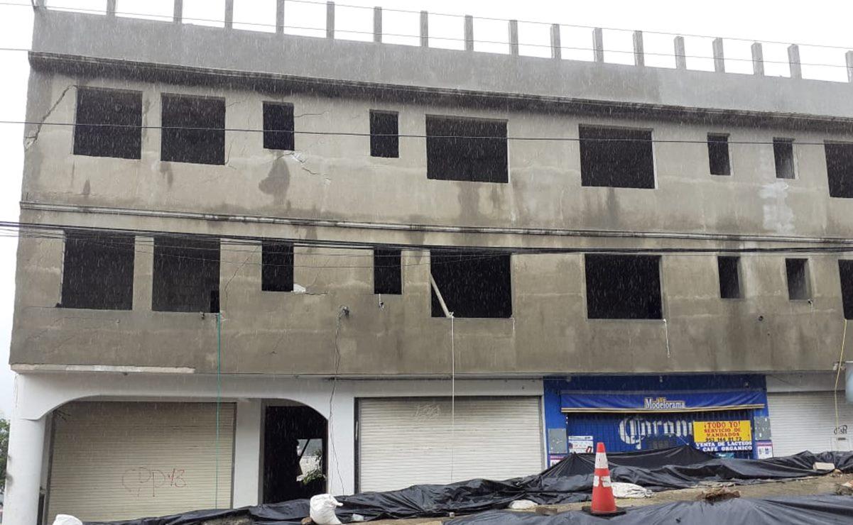 Por riesgo de derrumbe sobre 14 viviendas en Putla, recomienda CEPCO demoler edificio