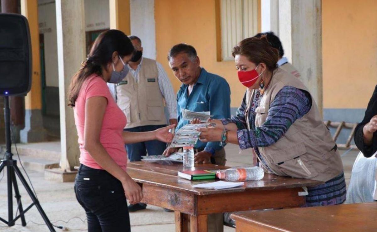 Regalan a escuelas de Oaxaca más de 6 mil cachitos para rifa del avión presidencial