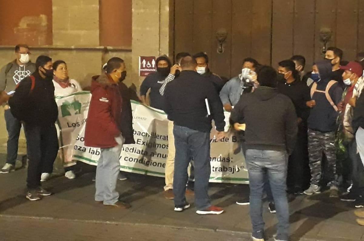 Maestros del Conalep de Oaxaca y otros 23 estados protestan en Palacio Nacional