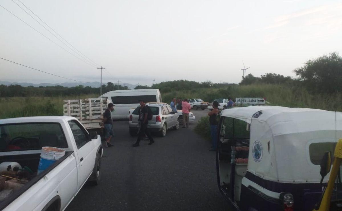 Por segundo día, transportistas del Istmo bloquean y exigen reconstrucción de carretera