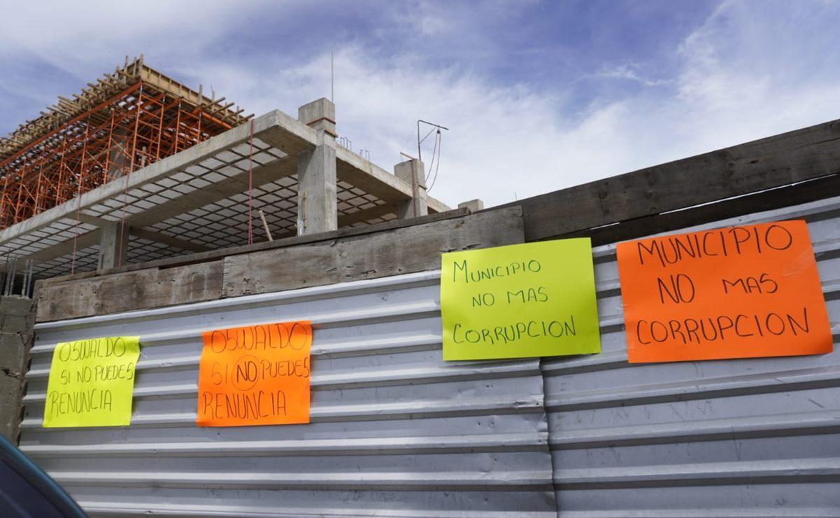 Rechazan en Montoya presunta construcción de plaza comercial, piden renuncia del edil capitalino