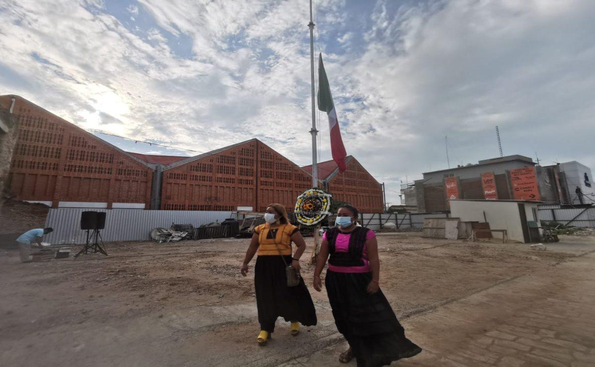 Con bandera a media asta, conmemoran en Juchitán a las víctimas del terremoto