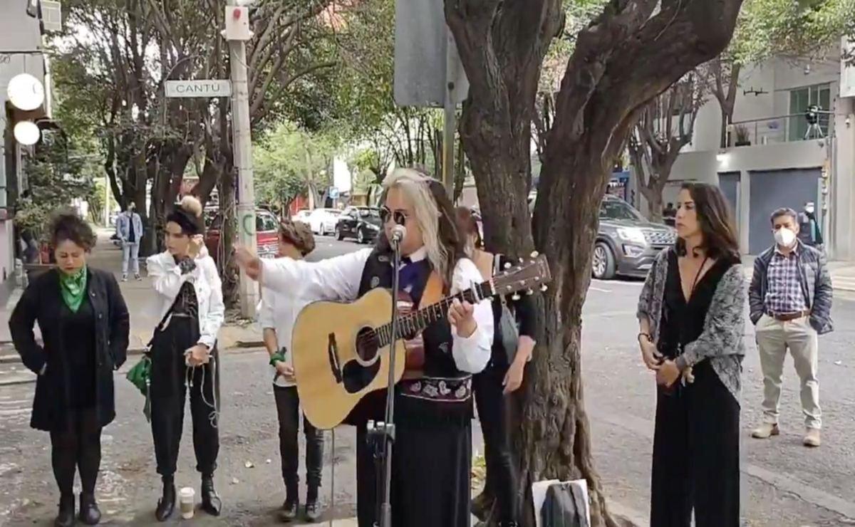 A través de música, feministas exigen justicia para Malena en la CDMX, a un año del ataque