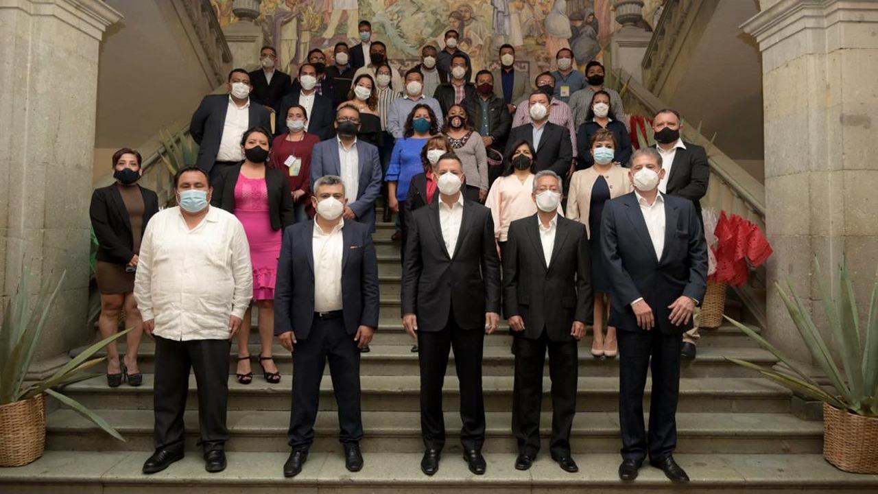 Acuerdan gobierno de Oaxaca y sindicato de trabajadores del Estado aumento salarial de 4.3%