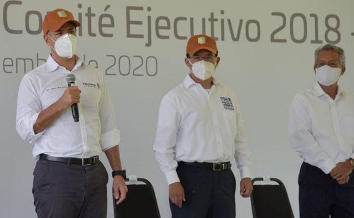 """Coloca Murat la primera piedra de Centro Recreativo """"El Mixtequito"""", para trabajadores del Estado"""