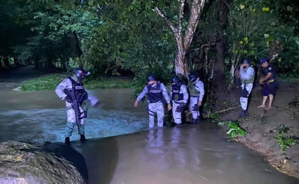 Lluvias dejan incomunicada a localidad de Pochutla; sigue búsqueda de un desaparecido