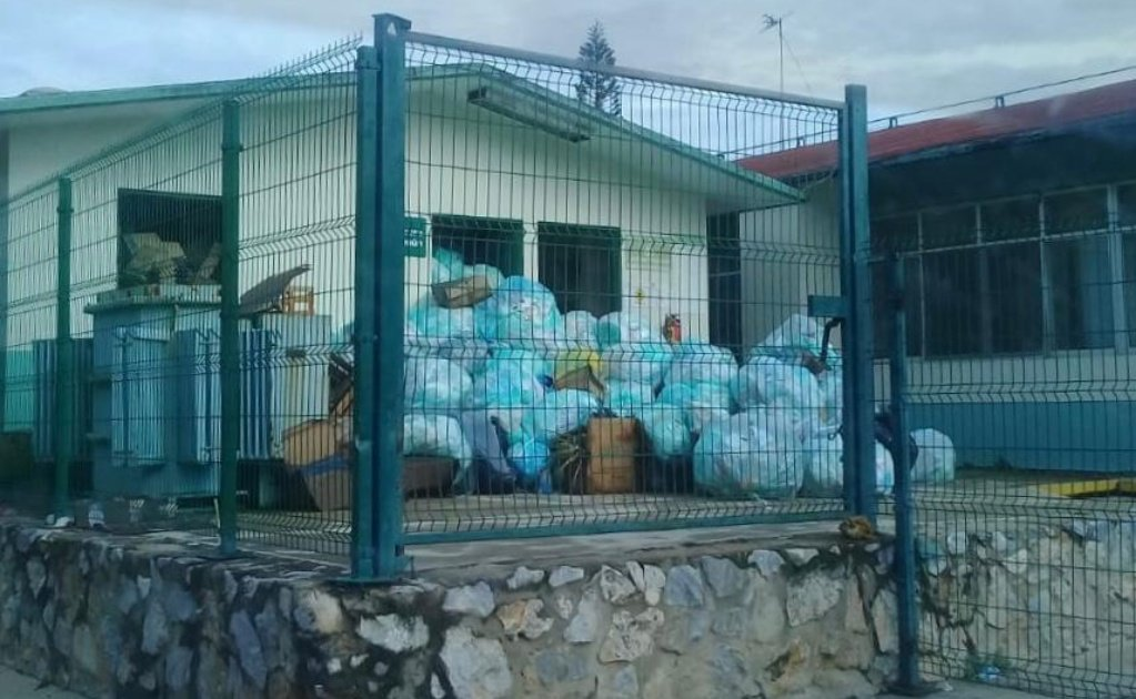 Por protesta de empleados de limpia, residuos médicos se acumulan en hospital de Matías Romero