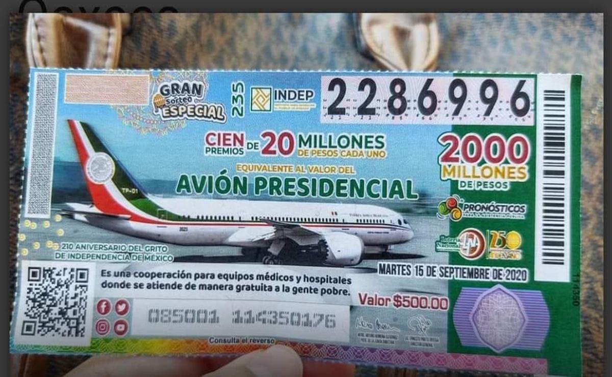 Celebran Candelaria Loxicha premio de la rifa del avión presidencial para su telesecundaria