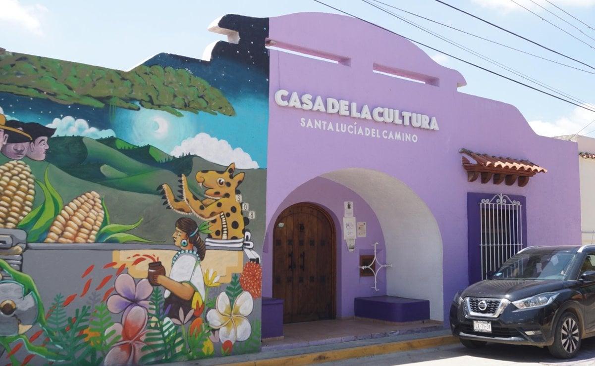 Asegura edil de Santa Lucía que no cerrará la Casa de la Cultura; le exigen maestros pago de salarios