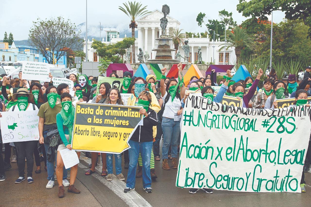 Grupos feministas exigen que en Oaxaca, derecho de las mujeres a decidir no se quede en el papel