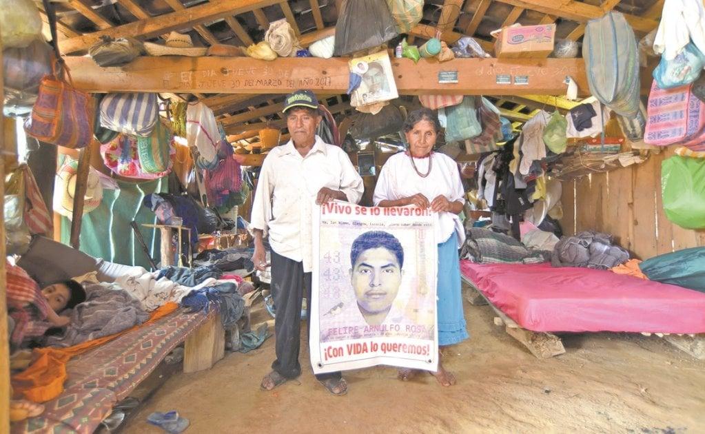 Ni la pandemia frena la búsqueda de la familia de Felipe, uno de los 43 normalistas desaparecidos