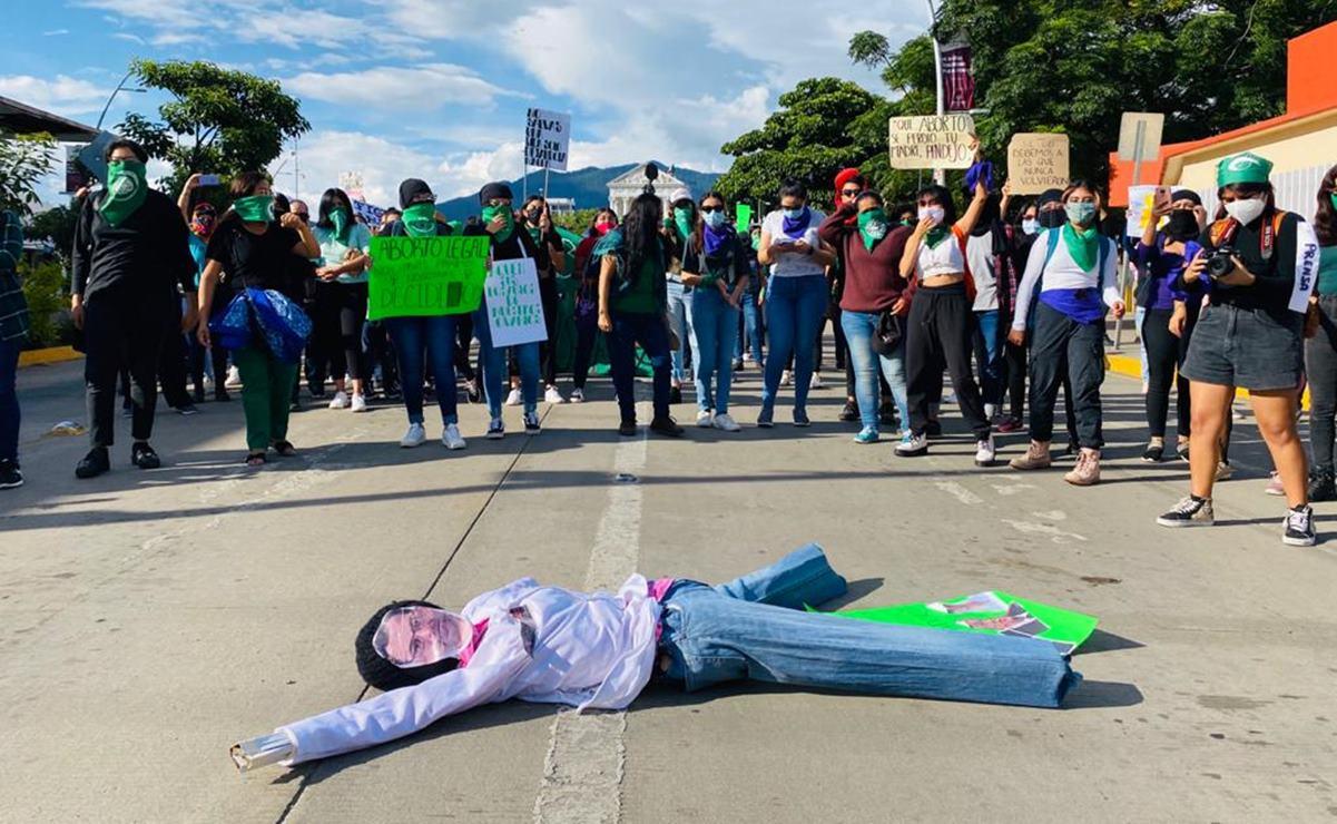 """""""Ni presa por abortar ni muerta por intentar"""", gritan oaxaqueñas en marcha a favor del aborto"""