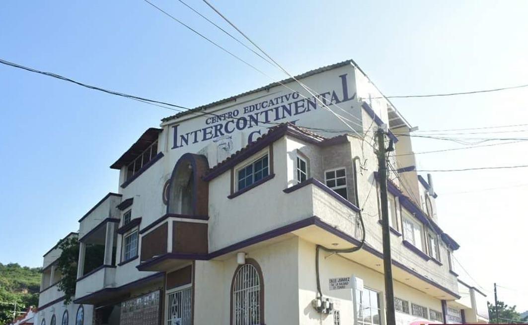 Cierran centro educativo en Salina Cruz tras denuncias por clases presenciales en pandemia