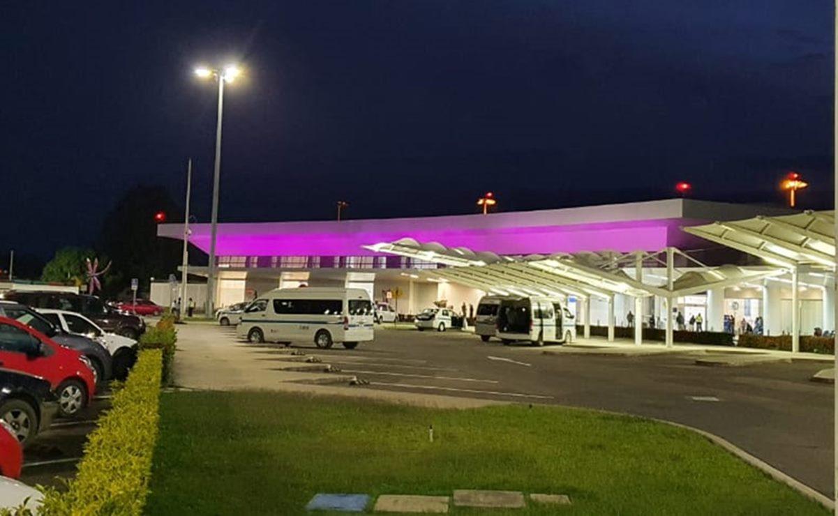 Iluminan fachada del Aeropuerto de Oaxaca por Día mundial contra el cáncer de mama