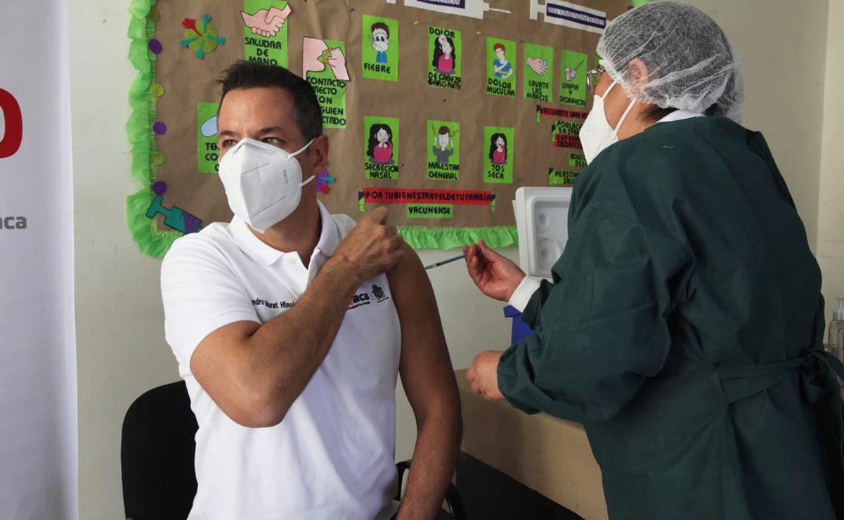 Se inyecta Murat contra la influenza y da banderazo para campaña de vacunación en Oaxaca