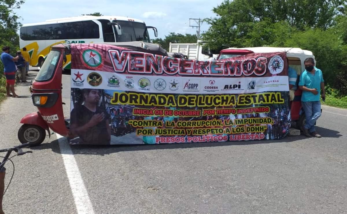 Bloquean organizaciones carretera que va del Istmo a Chiapas, exigen castigo a múltiples crímenes