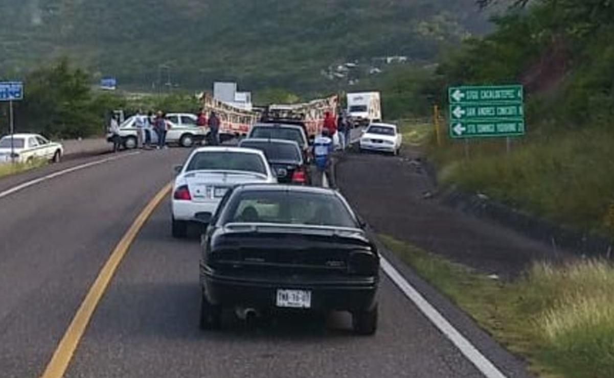 Con bloqueo carretero en la Mixteca, exigen la salida de empresas mineras en la región